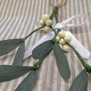addobbi natalizi in carta crespa vischio