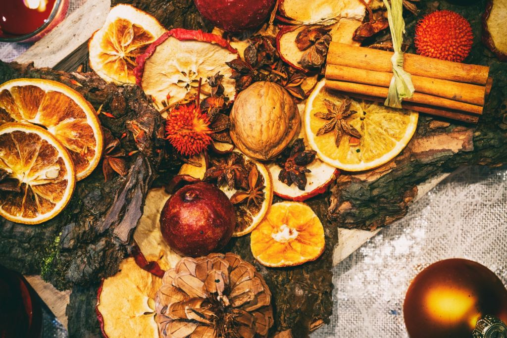 Decorazioni Natalizie Con Frutta Secca.Le Decorazioni Di Natale Con Frutta Essiccata Fatte In Casa